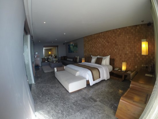 Anantara Uluwatu Bali Resort : view of room from outdoor pool