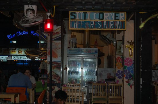 Sitti Cafe and Restaurant: the entrance