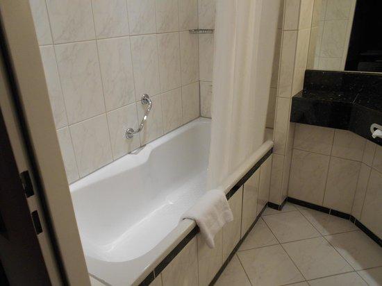 Park Hotel Ahrensburg: tub