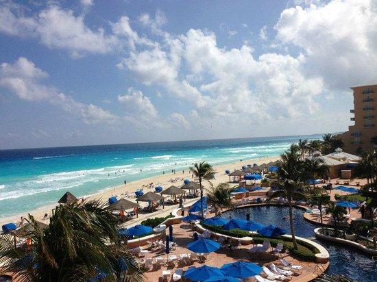 Ritz-Carlton Cancun: Stunning view from room balcony