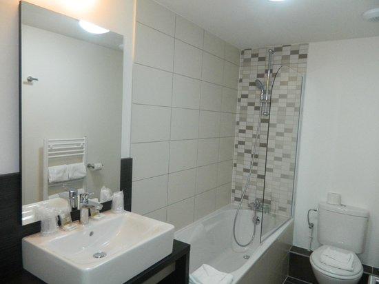 Appart'hôtel Odalys Green Marsh : Salle de bains