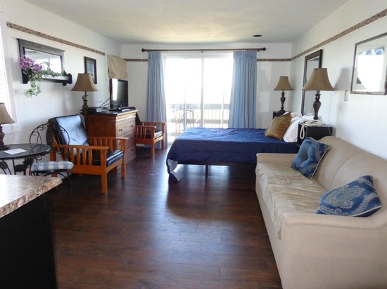"""Jonathan's Hotel """"On the Oceanfront"""": Room 2D"""