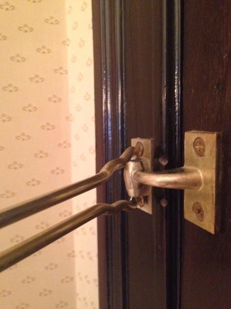 The Westin Palace Madrid: Door doesn't lock, which became problematic when someone entered my room while I was sleeping.