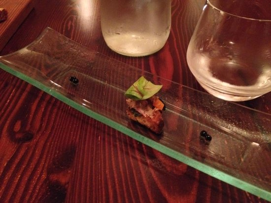 Guze Bistro: Small appetizer, pulled pork crouton