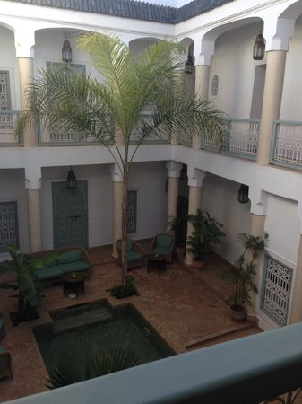 Riad les Hibiscus : view of courtyard from first floor