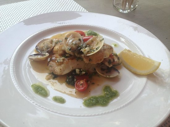 Le Saint-Regis : Filet or red grouper in sauce with white wine and a shells