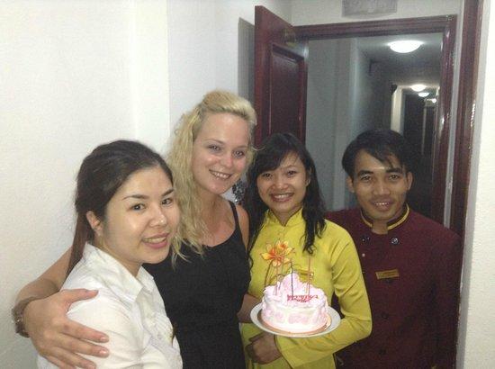 Hanoi Holiday Diamond Hotel: birthday cake