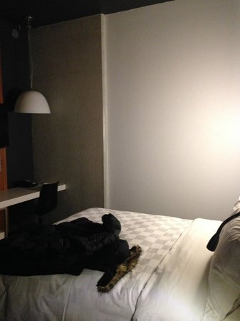 Alt Hotel - Toronto Airport: bed/room