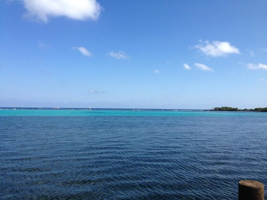 Mayoka Lodge : View of the ocean from the dock (great reefs right behind!)
