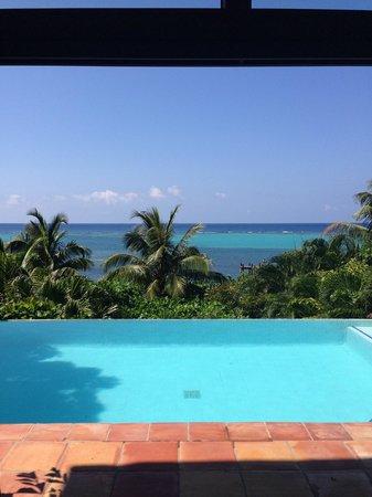 Mayoka Lodge : View overlooking the infinity pool
