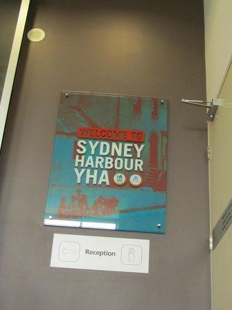 Sydney Harbour YHA: Insegna