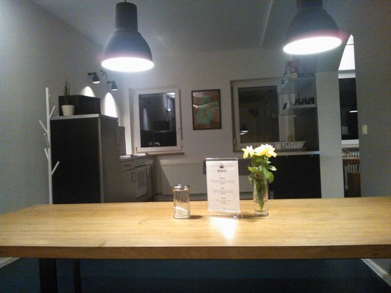 Five Reasons Hotel & Hostel : Il refettorio con particolare della cucina