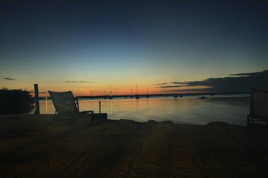 Hampton Inn Key Largo : stunning sunset over manatee bay