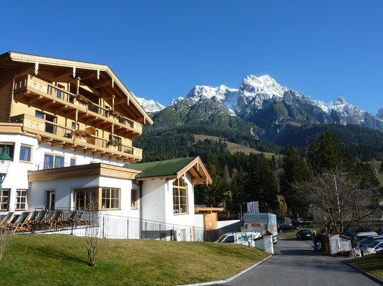 Hotel Forsthofgut: Hotelauffahrt