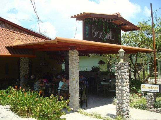 Bruschetta Restaurant: Bruschetta's outdoor seating