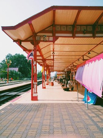 Hua Hin Railway Station : the platform