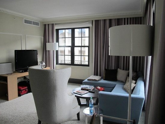 W Washington DC: Corner Suites are Spacious
