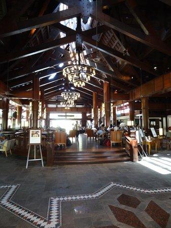 Meritus Pelangi Beach Resort & Spa, Langkawi: Le lobby