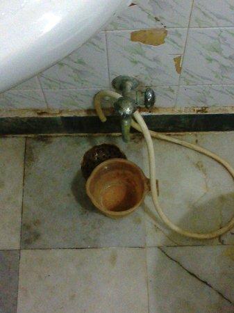 Hotel Taj Plaza : broken pipe