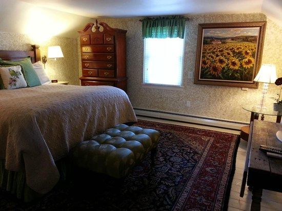 Hartstone Inn & Hideaway: Entry view of our wonderful room
