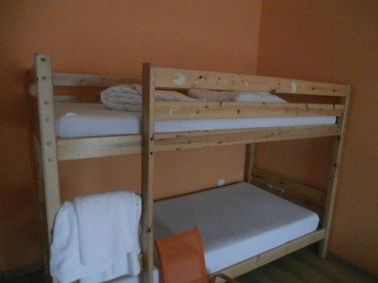 Vogelweiderhof: hoch Bett wackelt und eine kaputt Leiter ist dabei