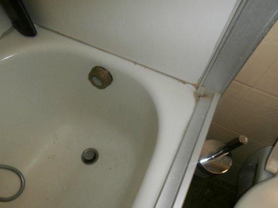 Vogelweiderhof: Schimmel in badewanne und schmutzig