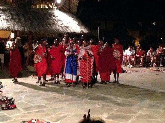 Crystal Bay Resort : masai al villaggio