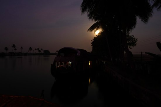 Xandari Riverscapes: Nighttime view