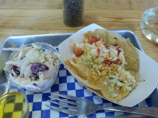 New England Lobster Market & Eatery: Delicious lobster taco with sweet coleslaw