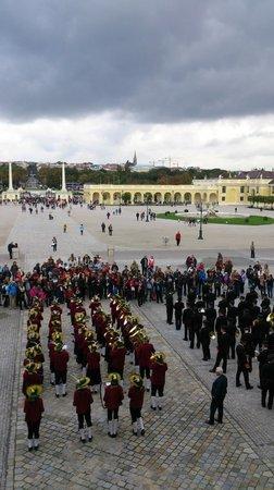 Schloss Schönbrunn: 宮殿前