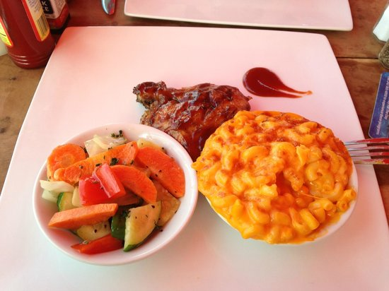 Island Smokehouse: BBQ Chicken with Mac n Cheese