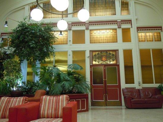 Rho Hotel: hall