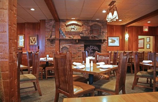 Bass Lake Taverne & Inn: Dining Room