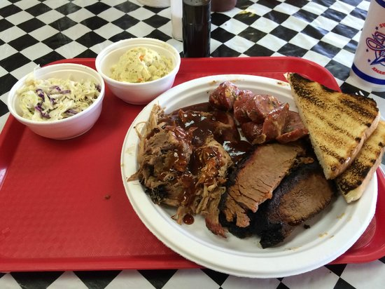 Tyler's Barbecue: Now that's BBQ!!