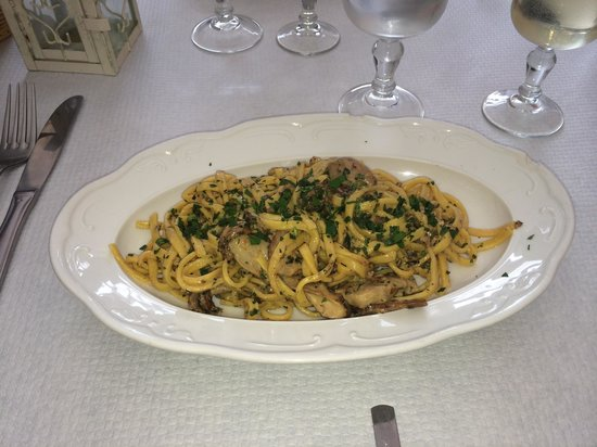 La Lanterna: House pasta with porcini