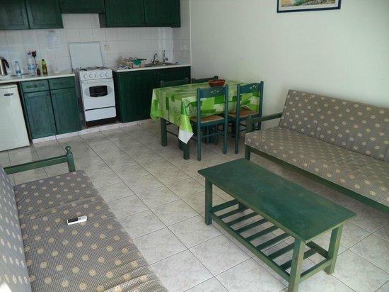 Tasmaria Hotel Apts.: кухня-гостиная