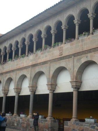 Convento de Santo Domingo: Arcos no páteo interior da Igreja
