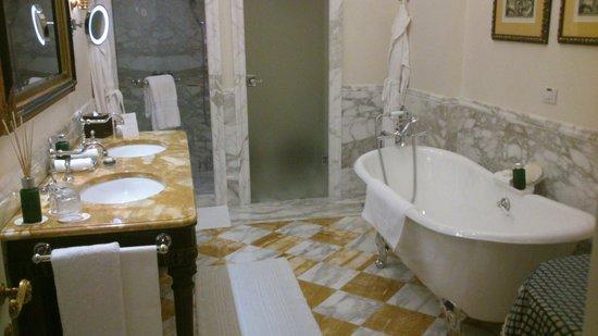 Four Seasons Hotel Firenze: Bagno