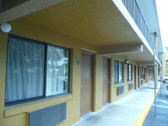 Quality Inn Near Blue Spring: Exterior