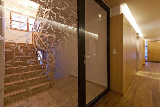 Gasthof Wälderhof: Lobby-Bereich, Aufgang zu den Zimmern