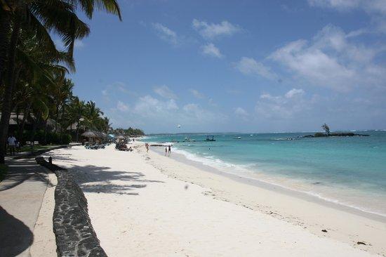 Constance Belle Mare Plage: Пляж