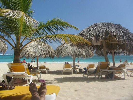 Iberostar Bavaro Suites : Beautiful beach with excellent shade huts!