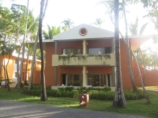 Iberostar Bavaro Suites : Villa - 4 rooms on this side & 4 rooms on the back side.