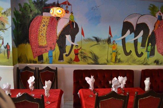 Lal Qila Indian Restaurant : Nice wall deco