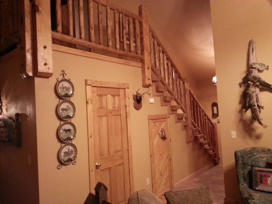 Bear Creek Bed and Breakfast Lodge: inside view of our cabin