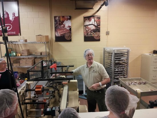 Whetstone Chocolates : Meet Ty the tour guide, showing the choc wrapping machine