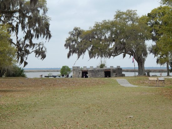 Fort Frederica National Monument : View of the remains of the fort