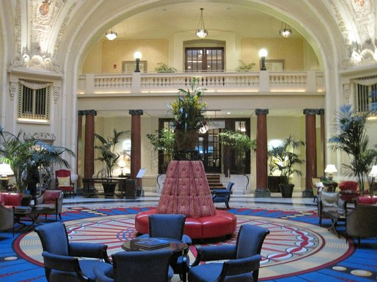 The Battle House Renaissance Mobile Hotel & Spa: BEAUTIFUL LOBBY VIEW