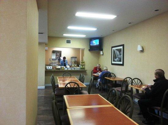 Travelodge Inn and Suites Jacksonville Airport: Breakfast