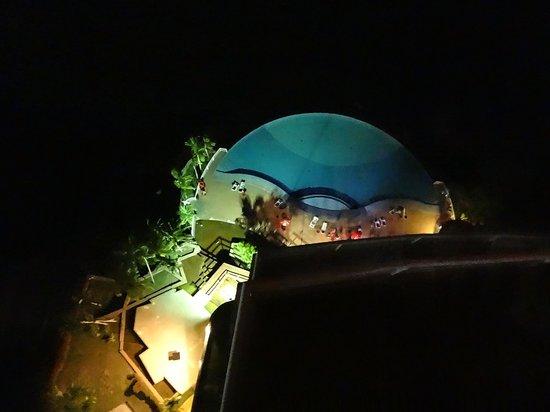 Bistro Mon Plaisir -Manaus: Vue de la piscine depuis le restaurant